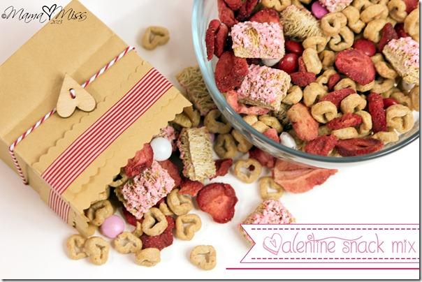 Valentine Snack Mix https://www.mamamiss.com ©2013