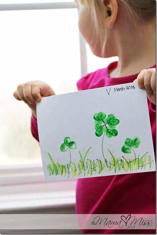 Fingerprint Clovers #StPatricksDay #DIYideas | http://www.mamamiss.com ©2013