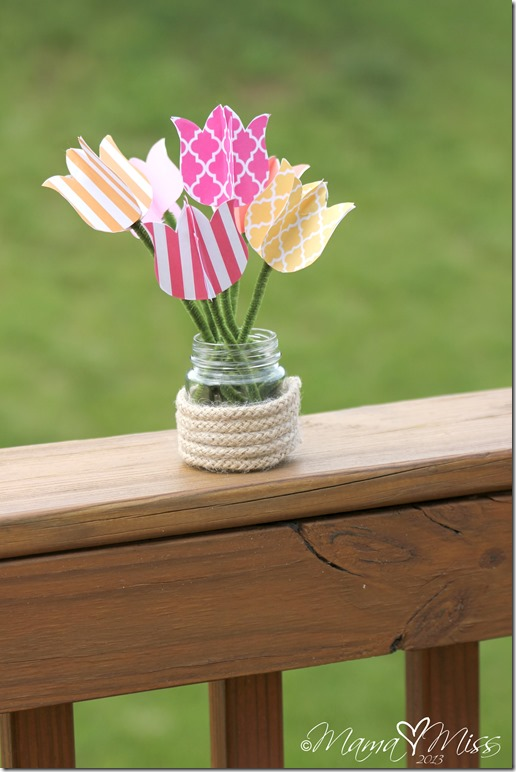 DIY Tulips Upcycled Vase and Printable @mamamissblog #tulips #freeprintable #upcycle
