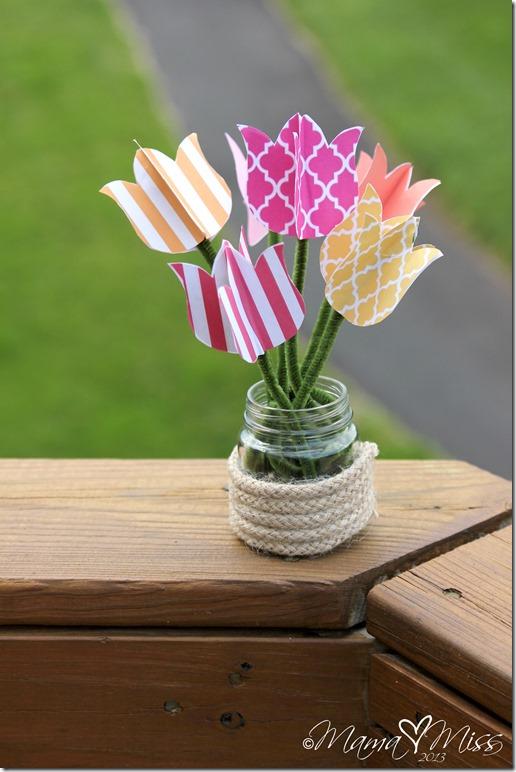 DIY Tulips Upcycled Vase and Printable @mamamissblog #tulips #freeprintable #upcycle