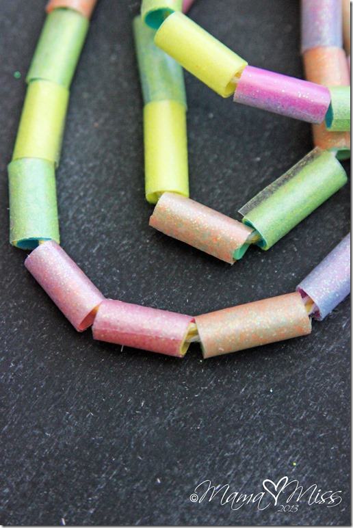 DIY Homemade Sparkling Beads #diy #glitter #kidscrafts #jewelry