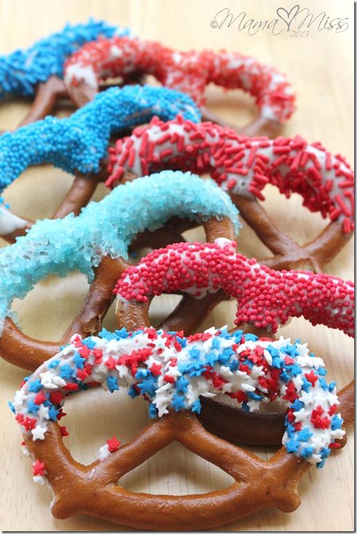 Patriotic Dipped Pretzels #treats #the4th #patriotic #sprinkles #pretzels