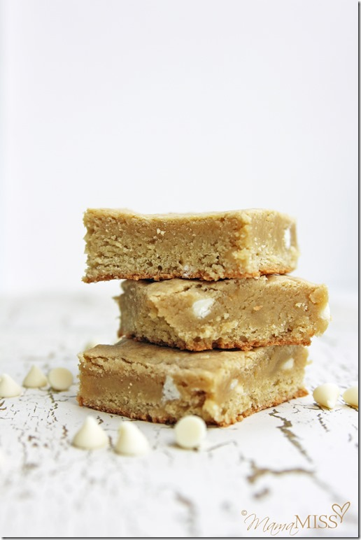 White Chocolate Chip Blondies | Mama Miss #blondies #decadentdessert