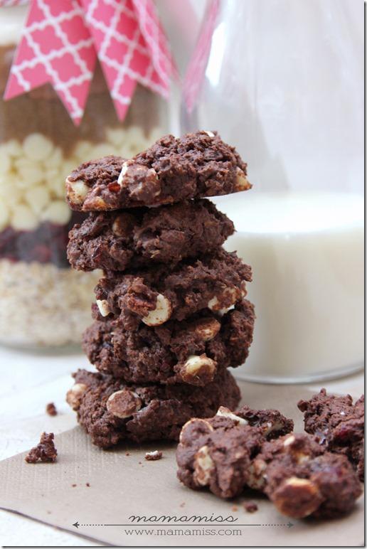 Chocolate Cherry Drop Cookies {in a jar} | @mamamissblog #cookiesinajar #diygift #chocolatecherry