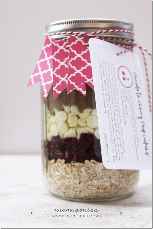 Chocolate Cherry Drop Cookies {in a jar} | @mamamissblog #cookiesinajar #diygift #chocolatecherry