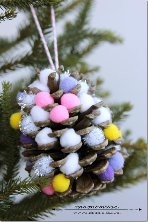 Pom-Pom Pine Cone Ornament | @mamamissblog #pineconecrafts #kidcrafts #christmasornament