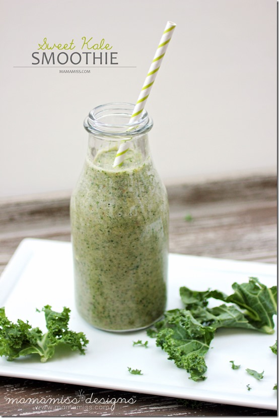Sweet Kale Smoothie | @mamamissblog #cocoavia #smoothielove #kale
