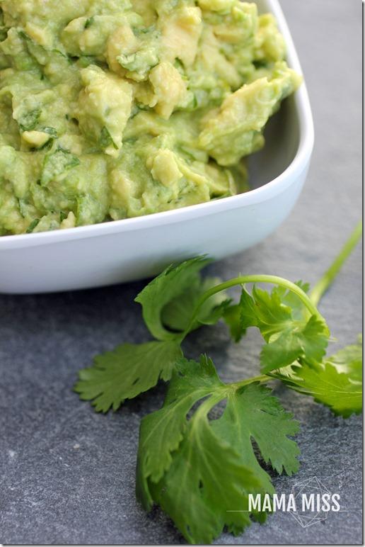 The Best Guacamole | @mamamissblog #guac #avocado #sidedish