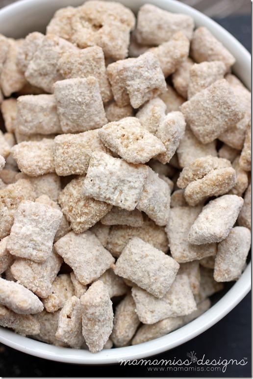Cookie Butter Muddy Buddies   @mamamissblog #traderjoes #cookiebutter #muddybuddies