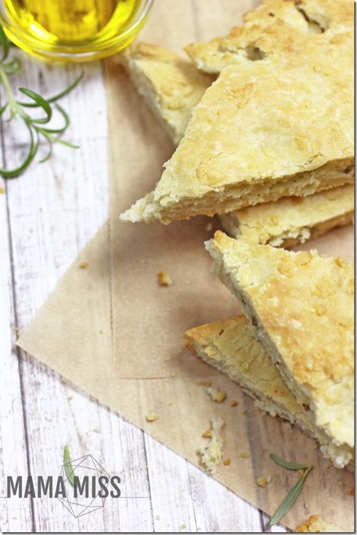 Cheesy Rosemary Focaccia   @mamamissblog #yeast #stuffedfocaccia #flatbread #bread