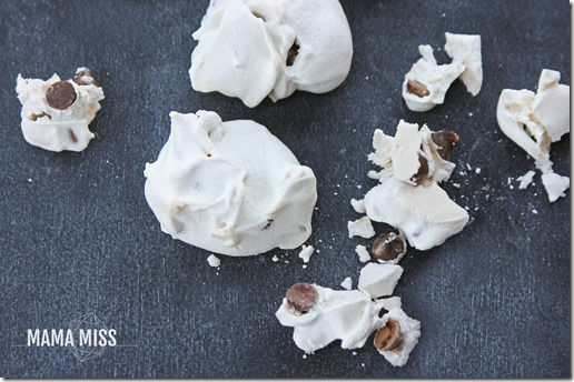 Forgotten Cookies | @mamamissblog #meringues #chocolatechip #sweets