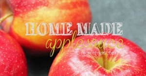 Homemade Applesauce | @mamamissblog @ReSqueeze #natural #homemade #sugarfree #apples