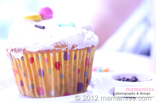 CUPCAKE DECORATING STATION | @mamamissblog #diy #cupcake #geniusidea #kidparty