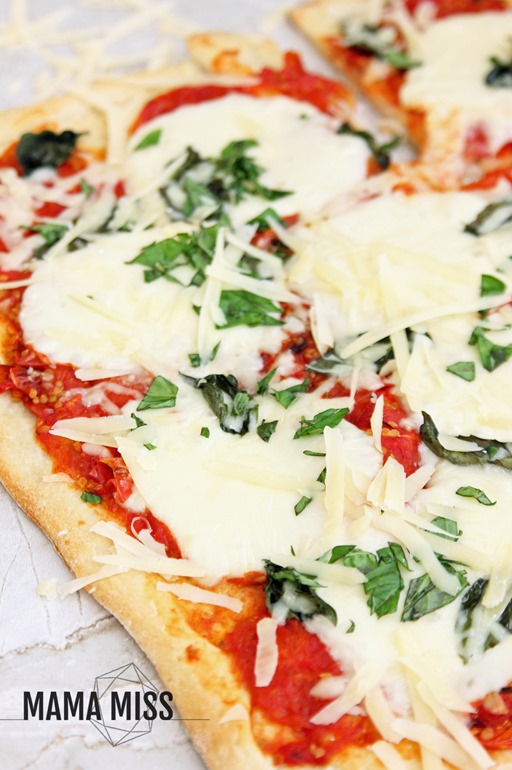 Roasted Tomato-Basil Pizza | @mamamissblog #pizza #dinnerdone #homemade