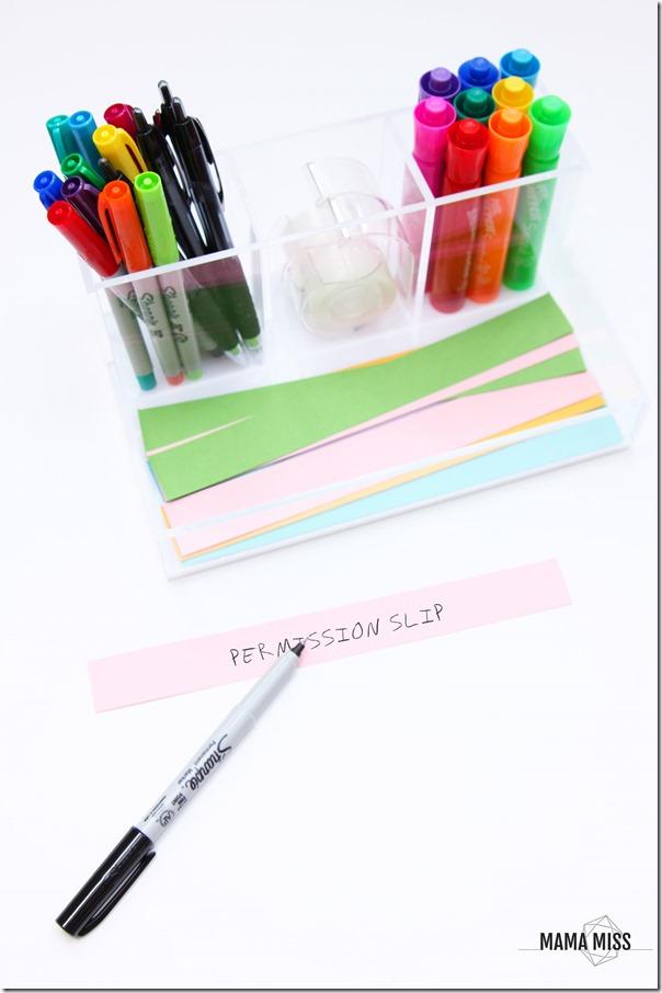 diy classroom: Reminder Bracelets | @mamamissblog #teachergift #backtoschool #sharpie #diy