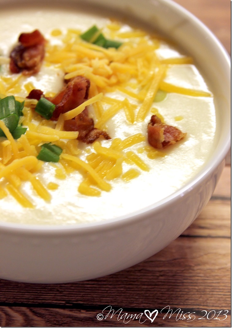 Slow Cooker Baked Potato Soup | @mamamissblog #slowcooker #bakedpotato #soup