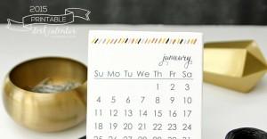 "Make your desk ""glow"" with the 2015 Printable Desk Calendar | @mamamissblog"