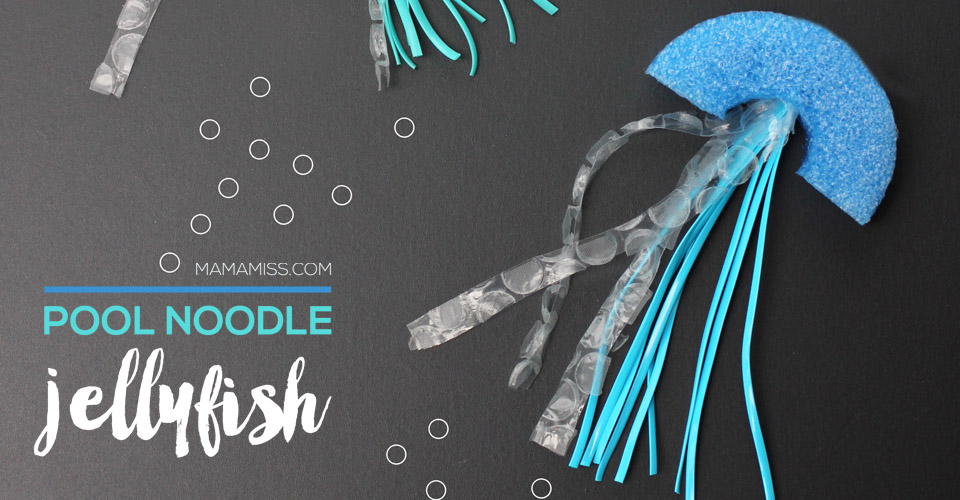 Pool Noodle Jellyfish - a fun summer craft! | @mamamissblog